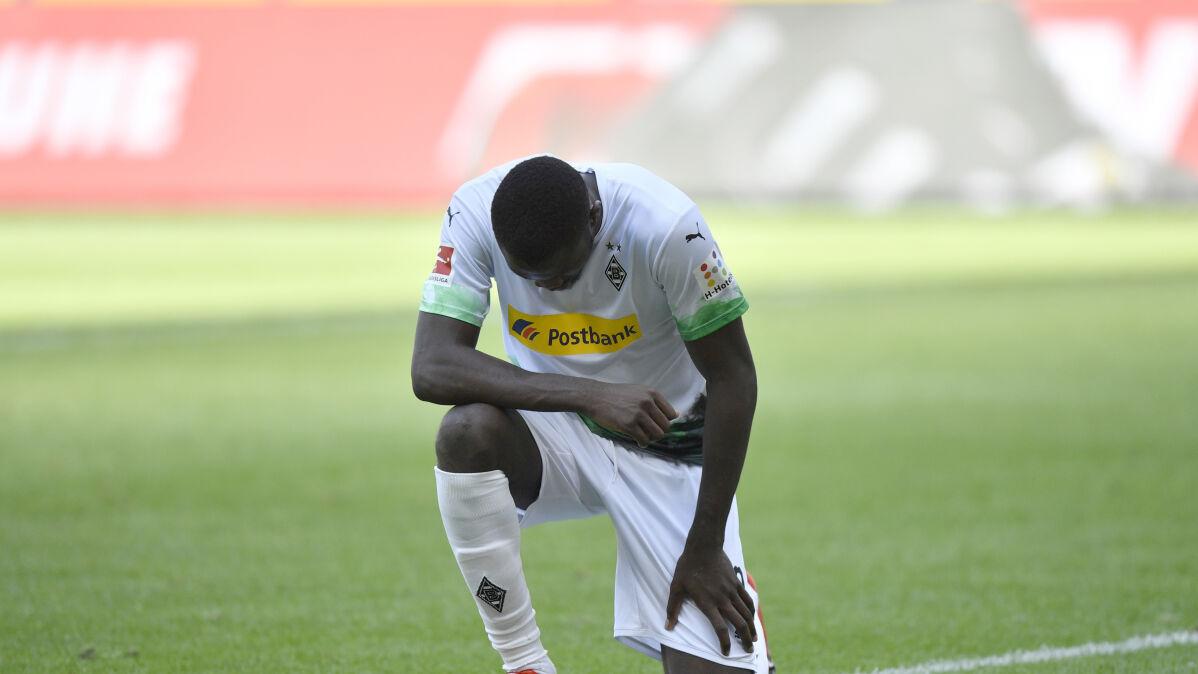 Hasła na koszulkach, klękanie po golu. Nie będzie kar dla piłkarzy Bundesligi