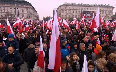 W południe w wielu polskich miastach odśpiewano hymn