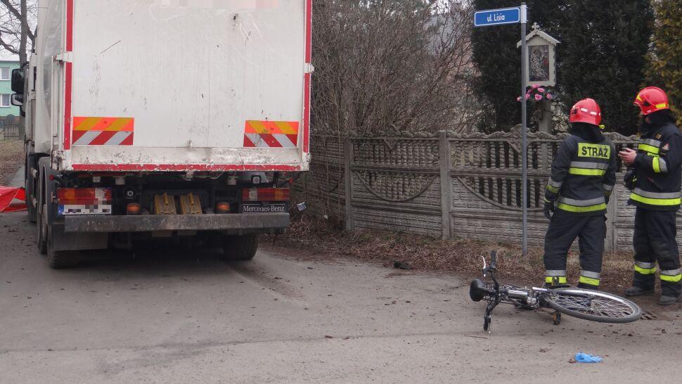 Kierowca śmieciarki potrącił 14-latkę. Jechała rowerem do szkoły. Nie żyje