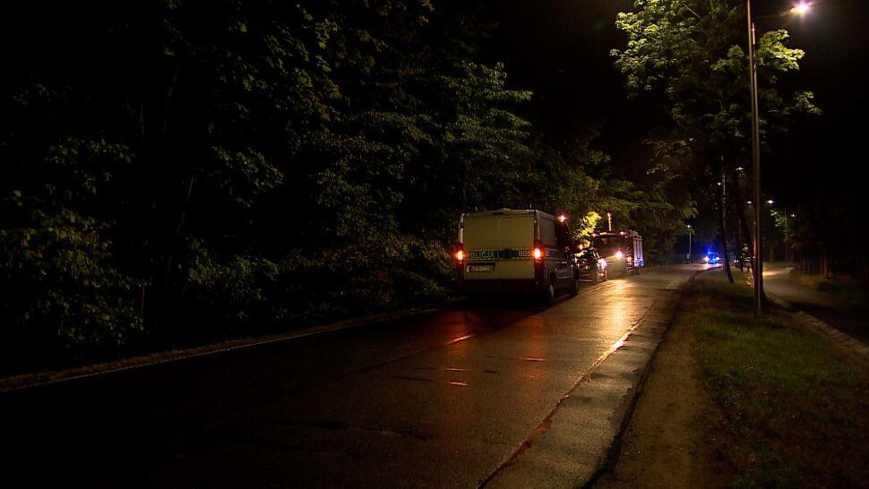 """""""Nie zachował ostrożności, uderzył w drzewo"""". Kierowca pijany, nie żyje pasażer"""