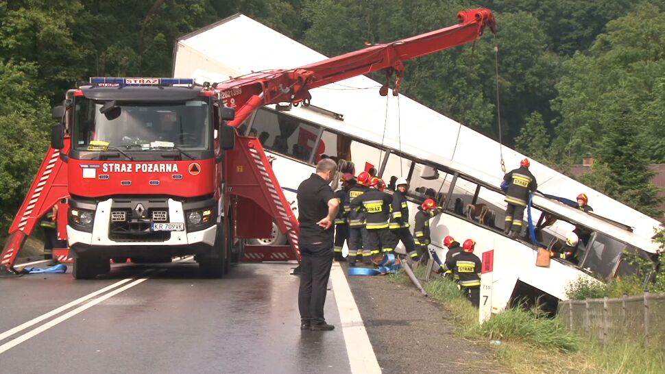 Autokar zderzył się z ciężarówką. Śledztwo zawieszone. Z powodu stanu zdrowia podejrzanego