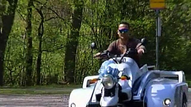 Niepełnosprawny, a śmiga na motorze