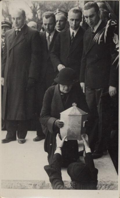 Uroczystość złożenia urny z sercem Józefa Piłsudskiego na cmentarzu na Rossie w Wilnie. Rok 1936