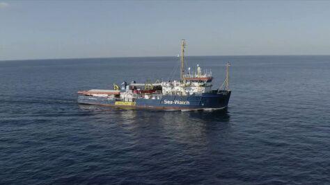 """""""Postanowiłam wpłynąć do portu na Lampedusie. Wiem, czym ryzykuję"""""""