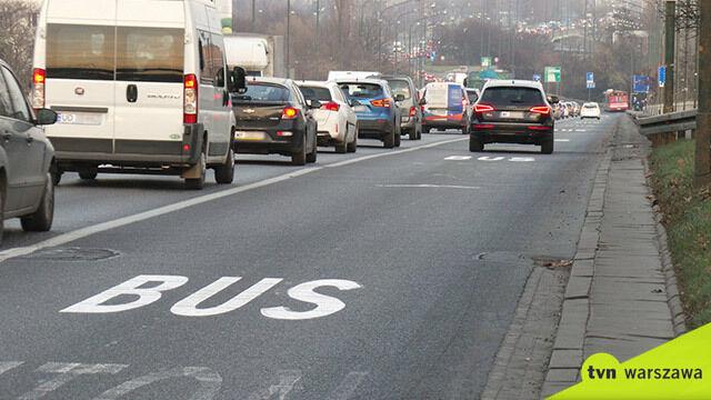 """Premier chce """"kierowców z rodzinami"""" na buspasach"""