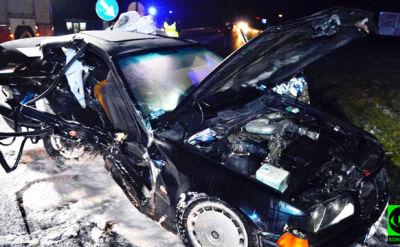 Stracił panowanie nad kierownicą. Kierowca i pasażerka zmarli w szpitalu