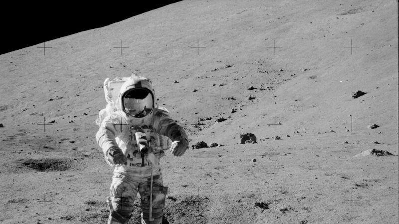 Skakanie okazało się najlepszą metodą chodzenia po Księżycu