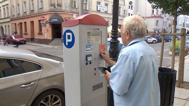 NSA: parkowanie w sobotę powinno być darmowe. Miasta się ociągają