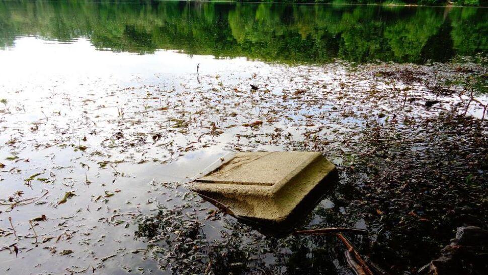 """Gdy woda opada, odsłania  makabryczne """"pamiątki"""""""