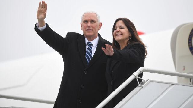 Mike Pence przyleciał do Polski. Nagranie z lotniska