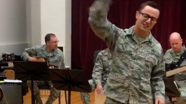 Przebój Golec uOrkiestra  w wykonaniu amerykańskiej armii