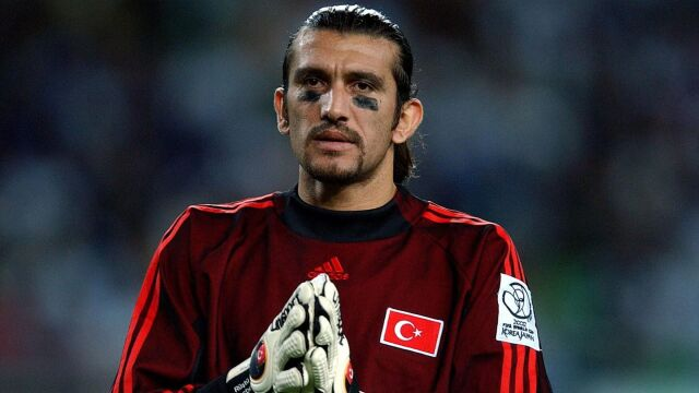 """Legenda tureckiej piłki w szpitalu z koronawirusem. """"Objawy szybko przybrały na sile"""""""