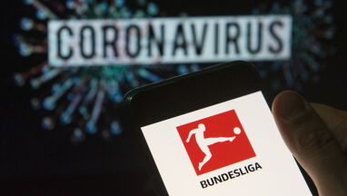 Reuters: kontrakty piłkarzy mają być automatycznie przedłużane