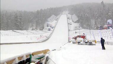 Wielka Krokiew zasypana. Organizatorzy wywożą nadmiar śniegu