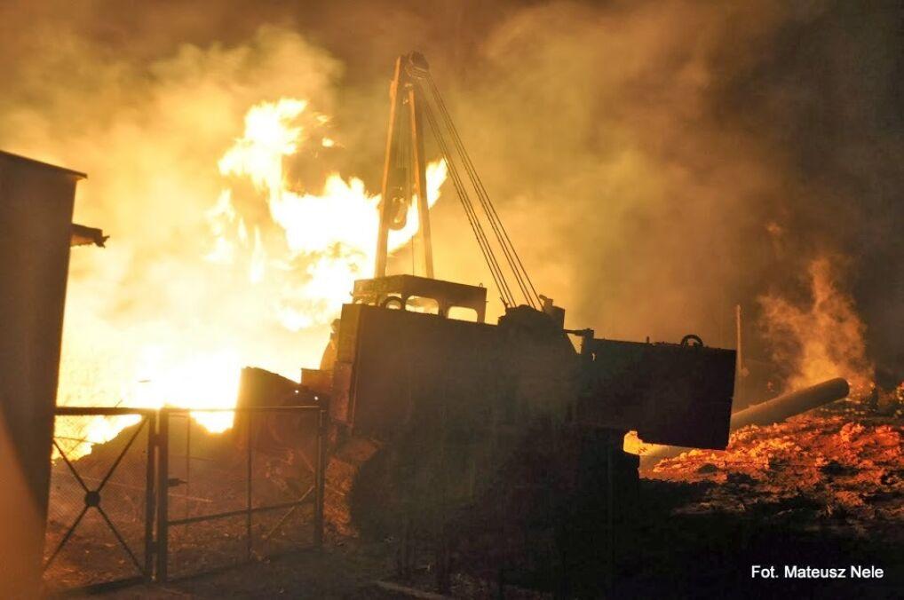 Początkowo strażacy nie mogli podejść do źródła ognia