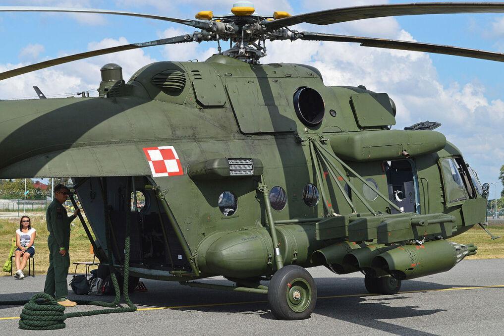 Cechą charakterystyczną maszyn Mi-8/17 jest między innymi rampa ładunkowa w tyle kabiny. Umożliwia szybki za- i wyładunek, choć osłabia konstrukcję maszyny. Takie rozwiazanie majązazwyczaj tylko największe śmigłowce