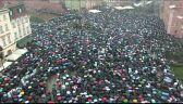 Tłumy na placu Zamkowym. Kulminacja Czarnego Poniedziałku
