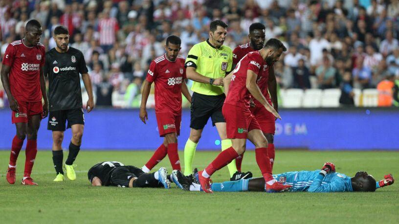 Sceny grozy w Turcji. Bramkarz zemdlał i trafił do szpitala