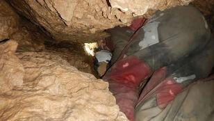 """Noszą ze sobą worki. """"Jedna osoba nie ma czego szukać w jaskini"""""""