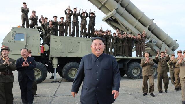 """Kim osobiście nadzorował test  """"super dużej wielofunkcyjnej wyrzutni"""""""