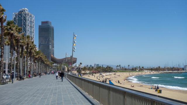 Ewakuacja plaży w Barcelonie. W wodzie znaleziono ładunek wybuchowy
