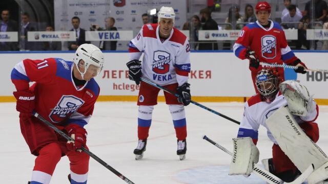 Putin gwiazdą na lodzie. Strzelił osiem goli