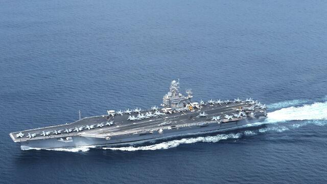 USS Abraham Lincoln. Na Bliski Wschód skierowano grupę uderzeniową okrętów wojennych