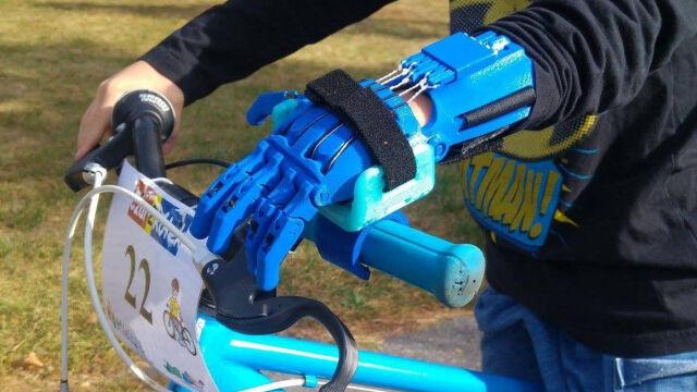 Wyglądają jak z bajki, pozwalają nawet na jazdę na rowerze. W Łodzi drukują ręce 3D