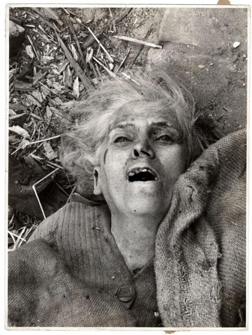 Jedna z ofiar niemieckich ataków na Warszawę