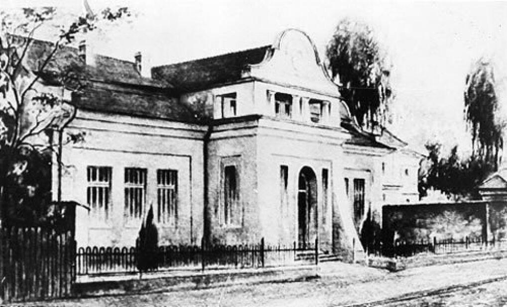 Budynek oddziału położniczego Szpitala Wszystkich Świętych w Wieluniu, przed zbombardowaniem go przez lotnictwo hitlerowskie w dniu 1 września 1939