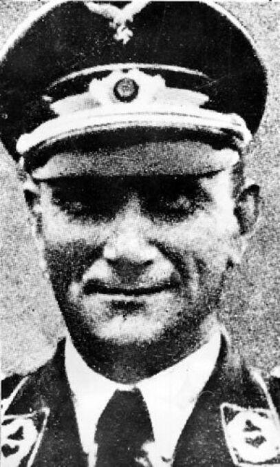 Mjr. Dinort Oskar przedwojenny pilot sportowy, w czasie wojny dowódca I-go dywizjonu II-go pułku bombowców nurkowych im. Immelmana, który wchodził w skład lotnictwa hitlerowskiego bombardującego w dniu 1 września 1939 roku m.in. szpital w Wieluniu