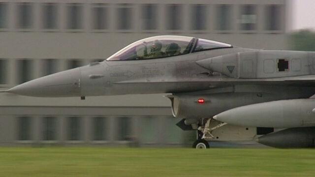 """Cztery F-16 będą """"towarzyszyć"""" Dreamlinerowi w drodze do Warszawy"""