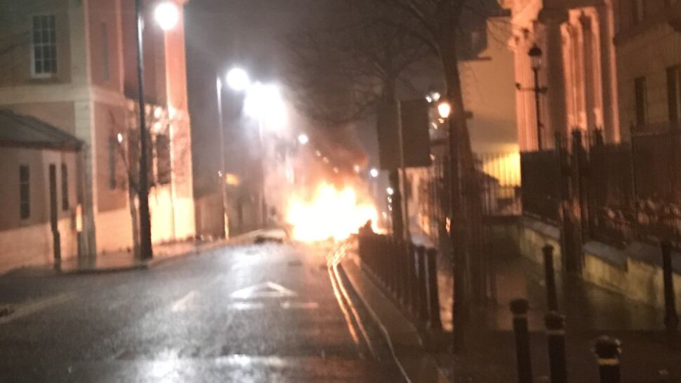 """Wybuch auta w Irlandii Północnej.  """"Nie ma miejsca dla takich aktów terroru"""""""
