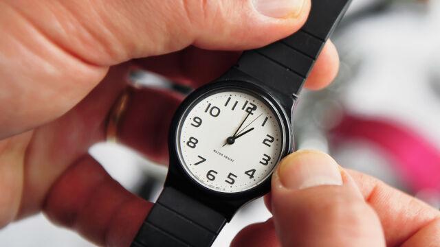 Zmiana czasu z letniego na zimowy. Kiedy przestawiamy zegarki?