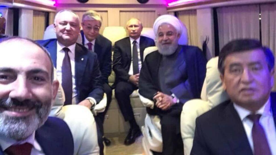 """Może nieostre, ale w wyjątkowym towarzystwie. """"Selfie z drogi"""" premiera Armenii"""