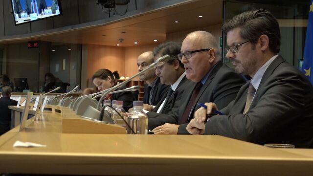 Timmermans: dyskusja z polskim rządem ogranicza się do wymiany pism