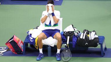 Tłum wiwatował, Djoković siedział i płakał. Poruszające sceny przed ostatnim gemem finału US Open