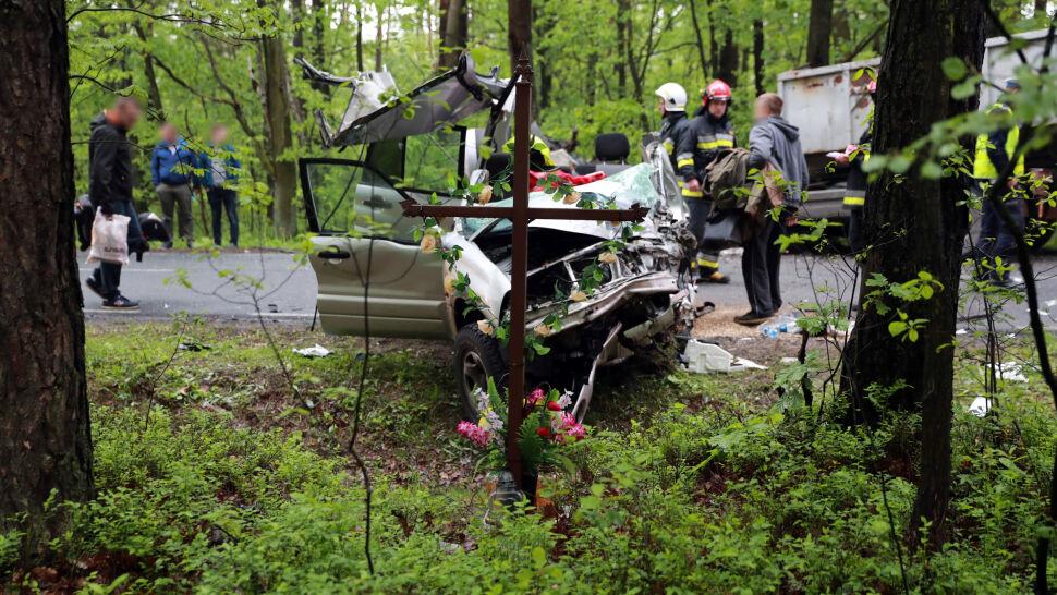 Druga śmierć w tym samym miejscu, na prostej drodze przez las