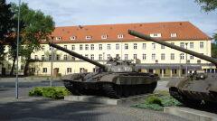 Czołgi T-72 do niedawna były w Żaganiu jedynie jako pomnik przed koszarami. Teraz czołgiści mają znów uczyć się nimi walczyć