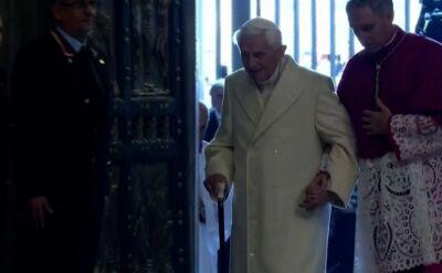 Benedykt XVI broni celibatu