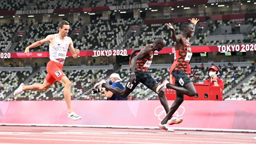 Jeszcze w maju Dobek wystartował w biegu płotkarskim. W Tokio zdobył medal na 800 m