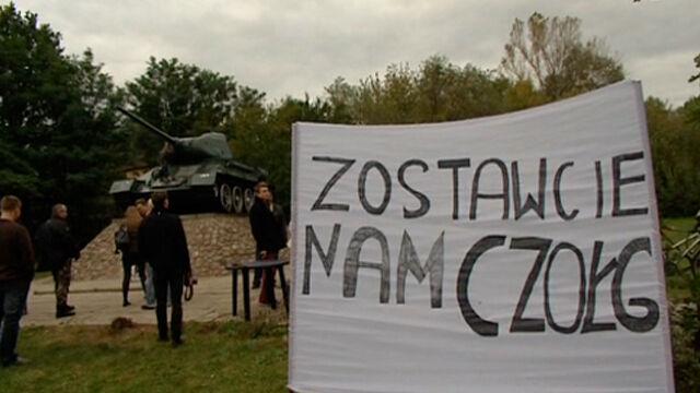 """Radzieckie czołgi znów na froncie. """"To jest historia i jej nie zakłamujmy"""""""