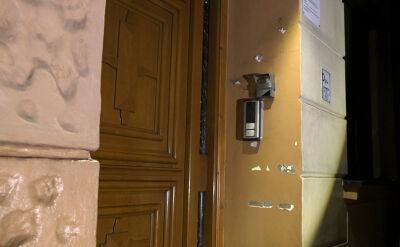 """Po reportażu """"Superwizjera"""" z budynku zniknęły tabliczki informujące o działalności hotelu na godziny"""