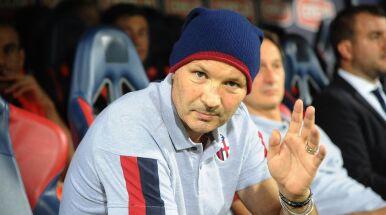 Bologna świętowała wygraną pod szpitalem, w którym jej trener przechodzi chemioterapię