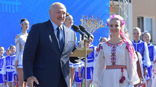 Łukaszenka zadowolony z kobiet w parlamencie.