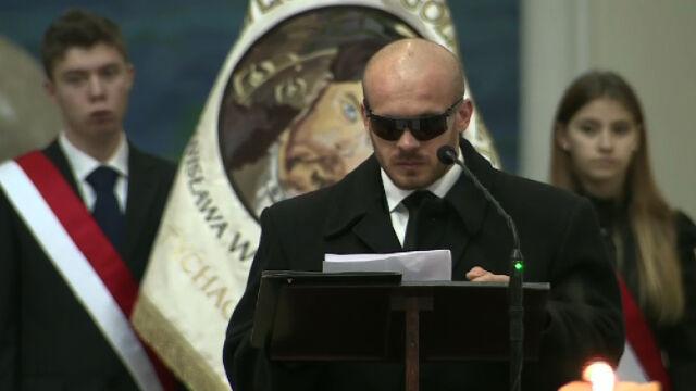 """""""Kochani, jesteście razem i tego nikt Wam nie odbierze"""". Brat żegna Dariusza Kmiecika i jego rodzinę"""
