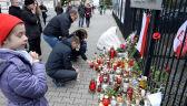 Przed ambasadą Francji pojawiają się kolejne znicze