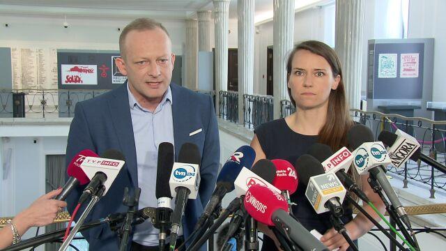 """""""Panie ministrze Ziobro, co się stało z tymi dowodami?"""". Opozycja żąda wyjaśnień"""