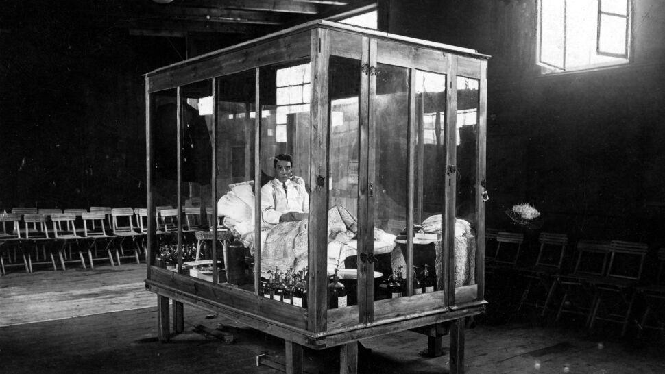 """""""Głodomór"""" dał się zamknąć  na 40 dni w szklanej klatce"""