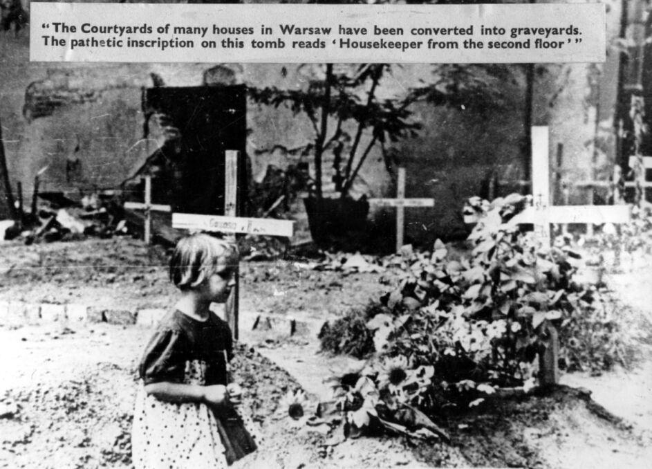 Groby uliczne - widoczna klęcząca dziewczynka